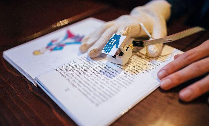Olvasás GlovEye kesztyűvel