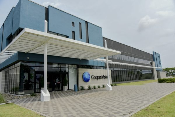 CooperVision 400 új munkahelyet teremt a gyáli gyárában